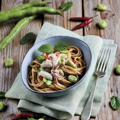 Ricetta Spaghetti integrali con calamari, favette e pecorino - La Molisana
