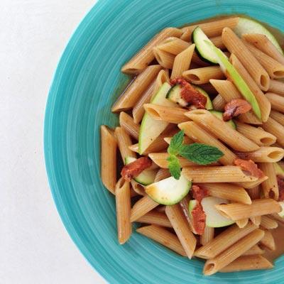 Ricetta Penne integrali con polpa di ricci, mela verde e zucchine - La Molisana