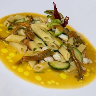 Ricetta Mezze Penne al sugo di fiori di zucchine - La Molisana