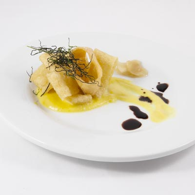 Ricetta Calamarata La Molisana fritta, con cremosa di peperone, zenzero e balsamico maggiorenne