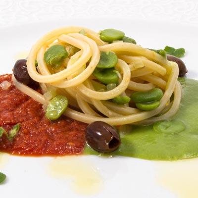 Ricetta Spaghetto Quadrato La Molisana con favette, pomodorini secchi, taggiasche e nepitella