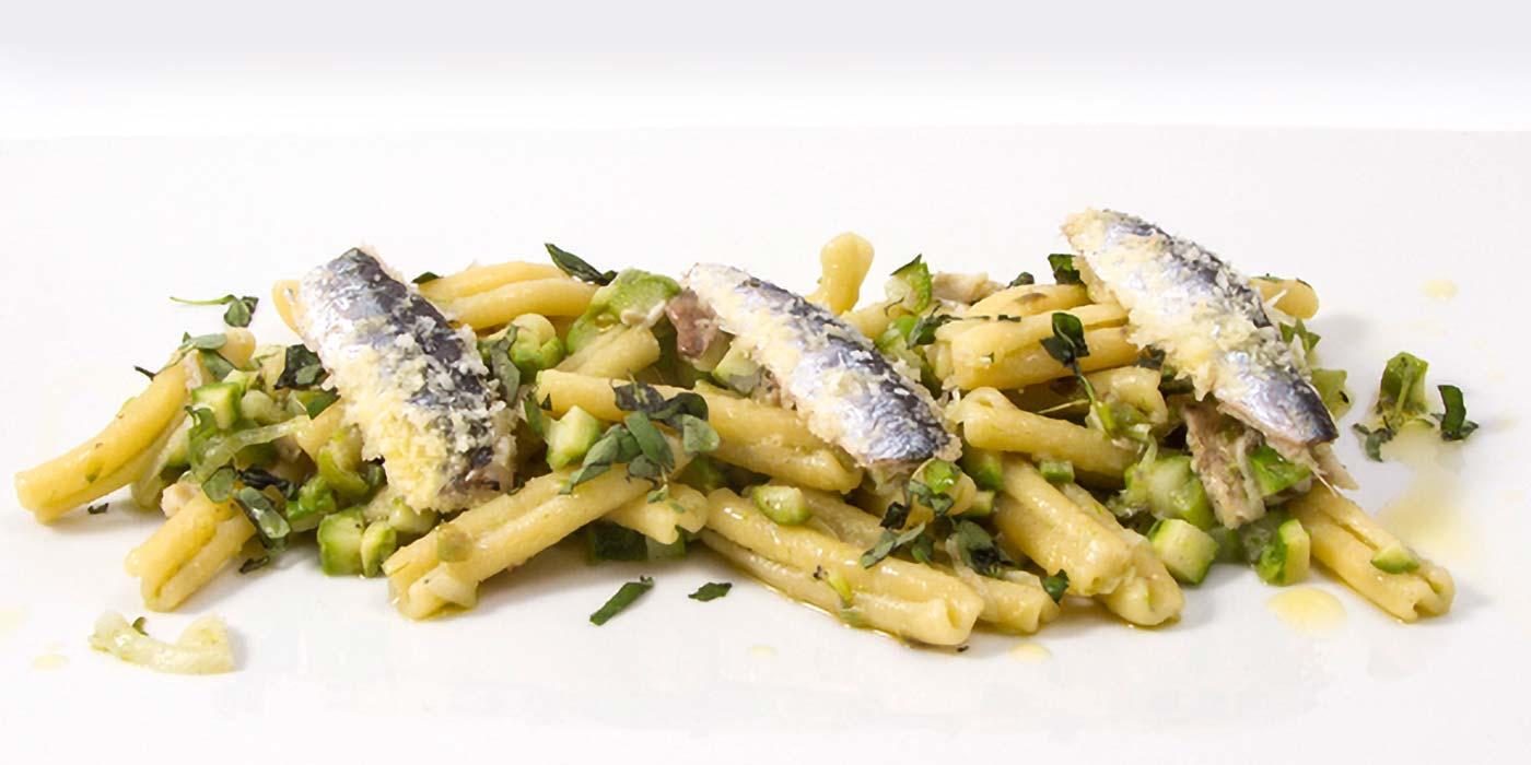 Ricetta Caserecce Molisane La Molisana con asparagi selvatici, alici gratinate e cipollotto primaverile