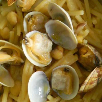 Ricetta Spaghetto Quadrato La Molisana spezzato con cicerchie, vongole e olio al limone