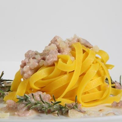 Ricetta Tagliatelle allo Zafferano con salsiccia e Bagoss