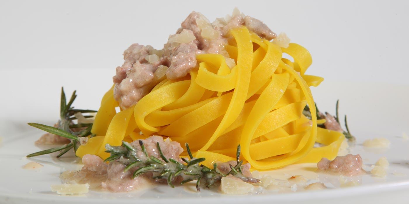 Ricetta Tagliatelle La Molisana allo Zafferano con salsiccia e Bagoss