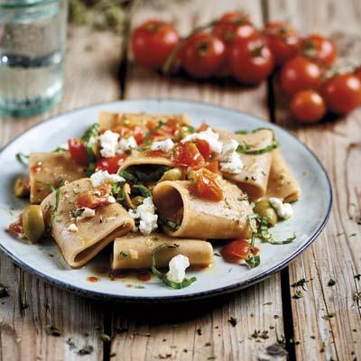 Ricetta Paccheri integrali con pomodorini, ricotta di bufala e olive - La Molisana