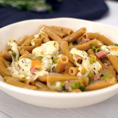 Ricetta Pasta e piselli con erbe aromatiche, provola e prosciutto cotto croccante - La Molisana