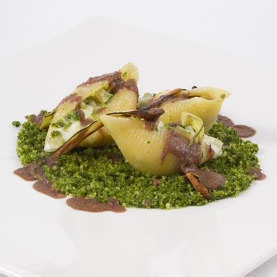 Ricetta Conchiglioni farciti di burrata, ortaggi, pane, mandorle, prezzemolo e cremoso di oliva di Taggia - La Molisana