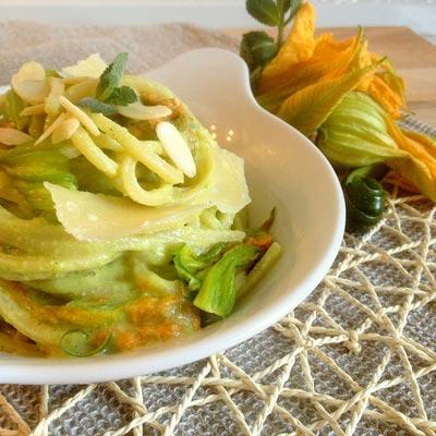 Ricetta Spaghetto Quadrato Hanami, con fiori di zucca, pesto di zucchine, menta e lime - La Molisana