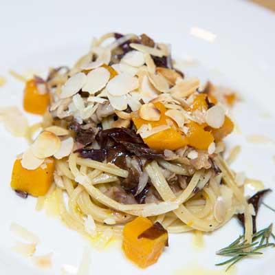 Ricetta Spaghetto Quadrato con radicchio rosso, guanciale e trancetti di zucca - La Molisana